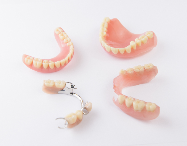 Complete and partial dentures compared